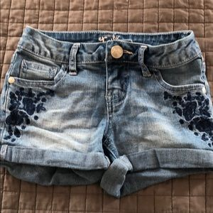 Justice size 7 embroidered denim shorts